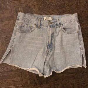 Forever 21 jean shorts with slits size 26